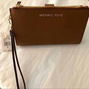 Michael Kors Bags - Michael KORS Wristlet Double ZIP Jet Set NWT